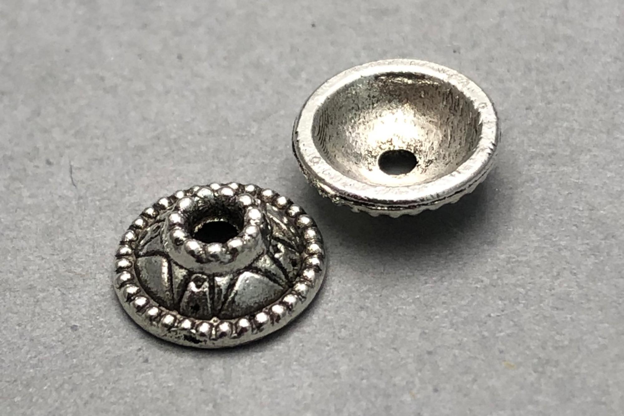 Antique Silver Plated Round Bead Cap 9x3mm