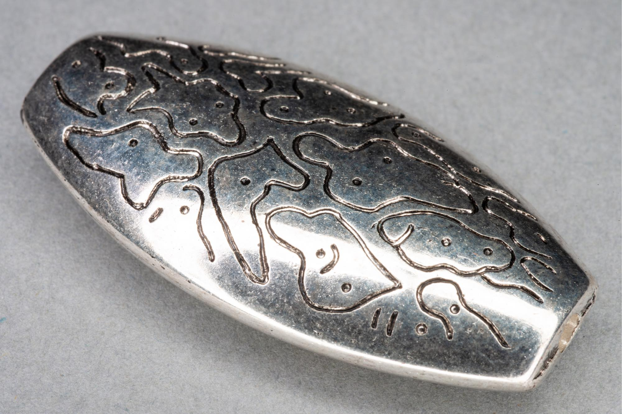 Silver Plated Acrylic Patterned Flat Oval Bead, 40x20x7mm, 1.5mm hole