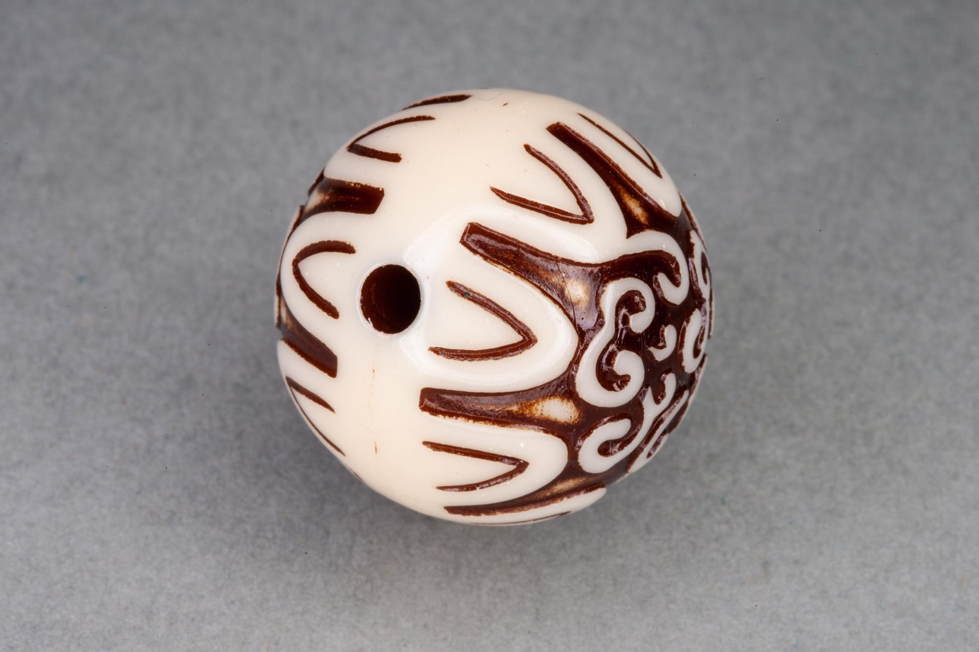 Round 20mm Imitation 'Carved Bone' Acrylic Bead, 2mm hole