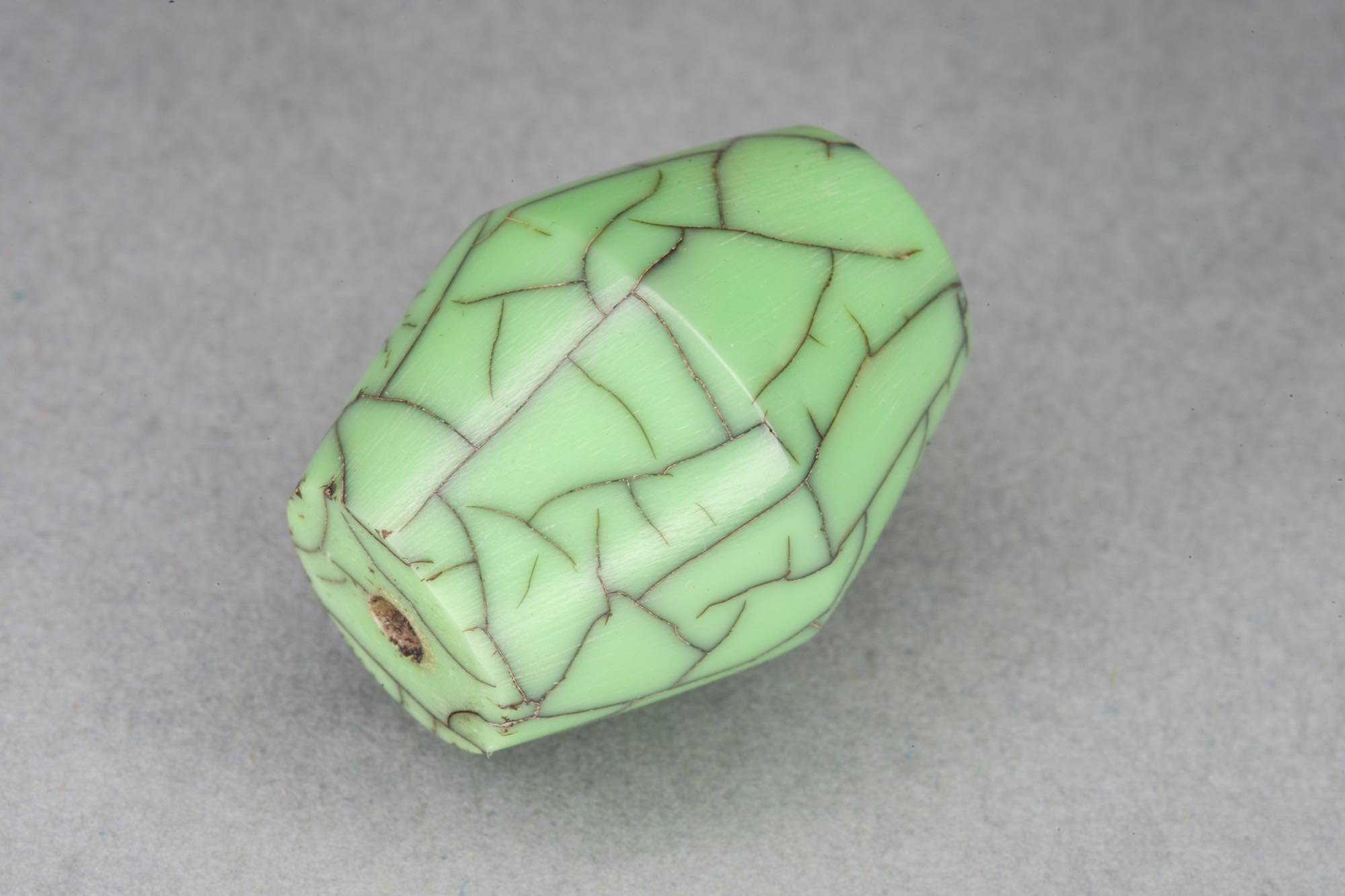 Green Bicone Resin Bead With Crackle Effect 17x22mm, 2mm hole