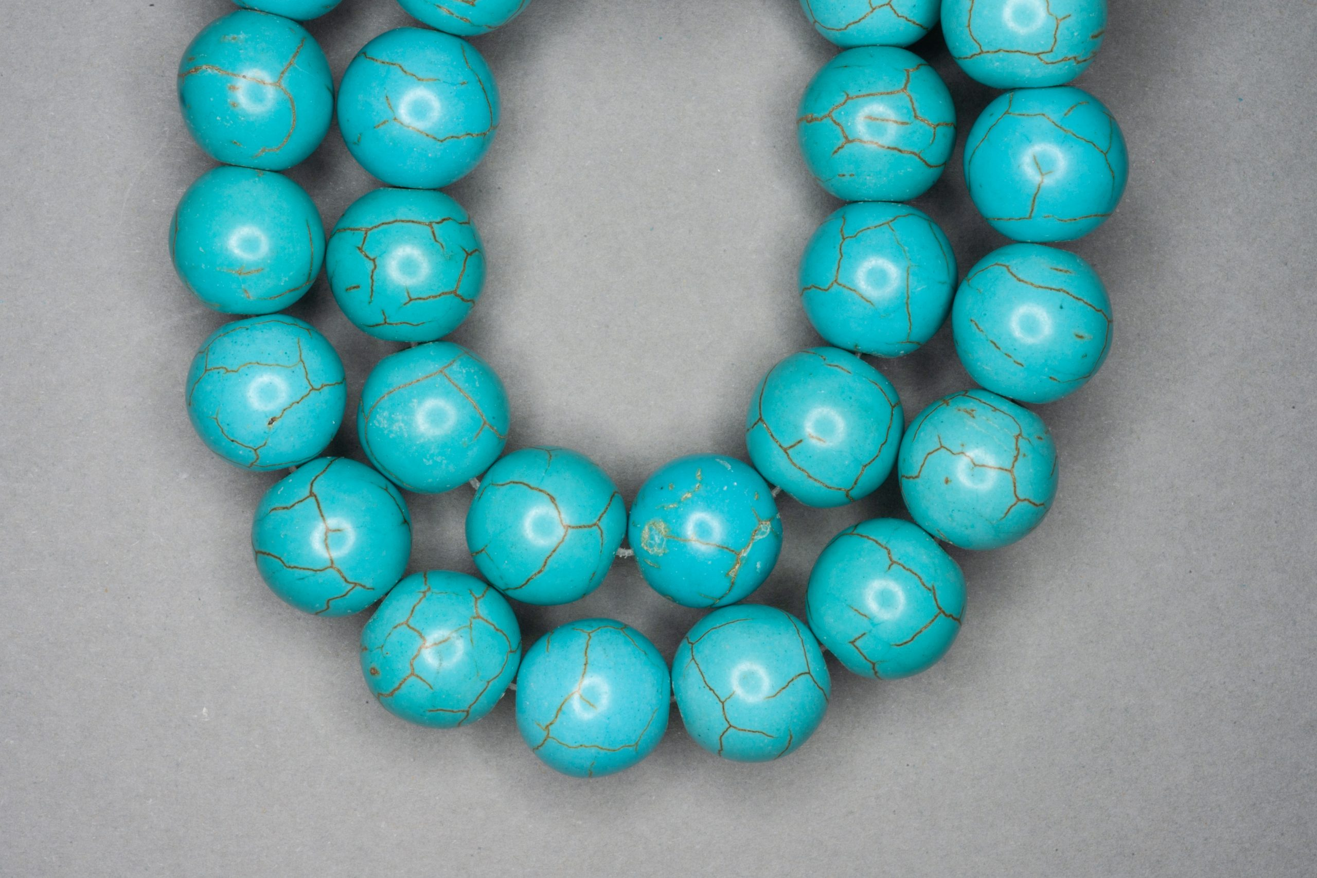 Chalk Turquoise 38cm Strand, 13mm Round