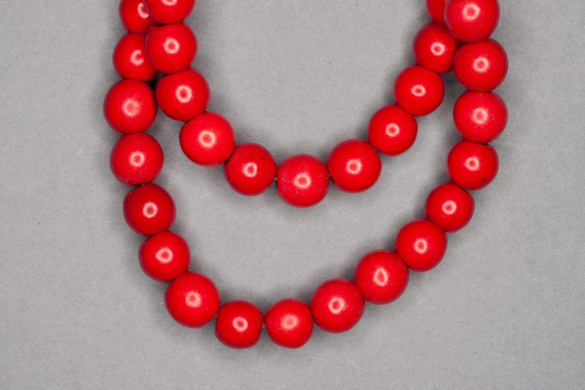 Chalk Turquoise 38cm Strand, Red 7mm Round