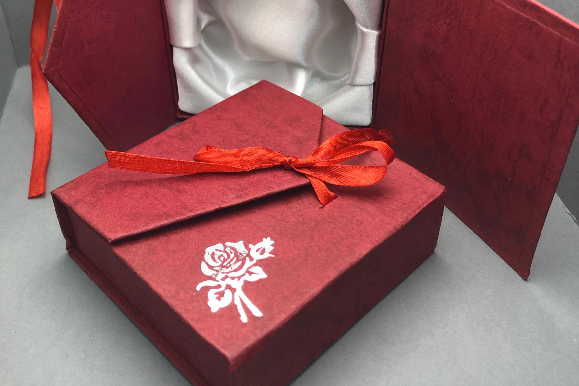 Medium Red Square Gift Box / 9x9x3cm